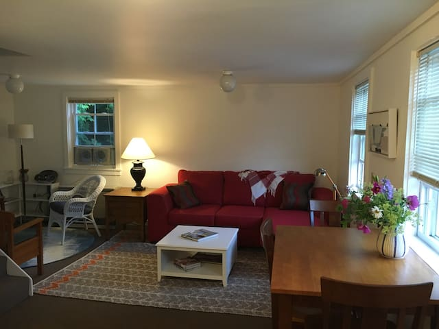 Downtown Castine, simple & convenient. - Castine - Apartament
