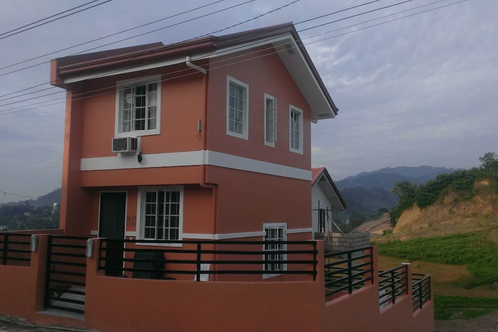 brand-new, corner lot in mountains