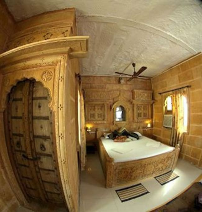 Beautiful stone carving room .