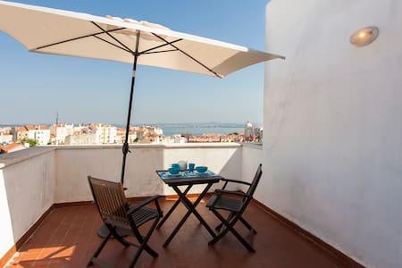 Apartment with Big Terrace with River View (Graça) - Lisboa