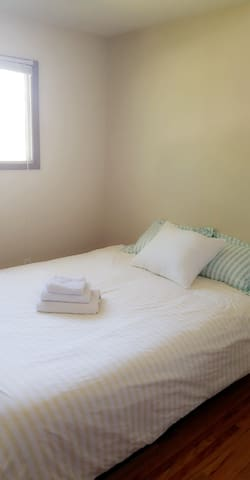 Hostel Style - Private Room in Bowness (nearHWY 1)