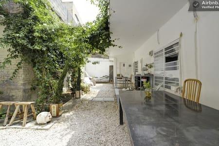 Gardenin' #2-Funky room in a yard - Tel Aviv-Yafo - Bed & Breakfast