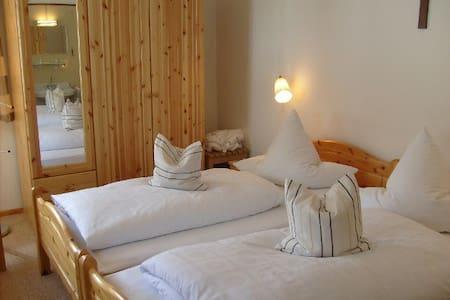 Room type: Private room Property type: Bed & Breakfast Accommodates: 3 Bedrooms: 1 Bathrooms: 1.5