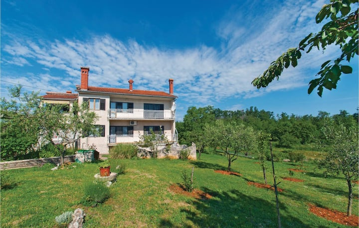 Beautiful home in Divsici with WiFi and 1 Bedrooms