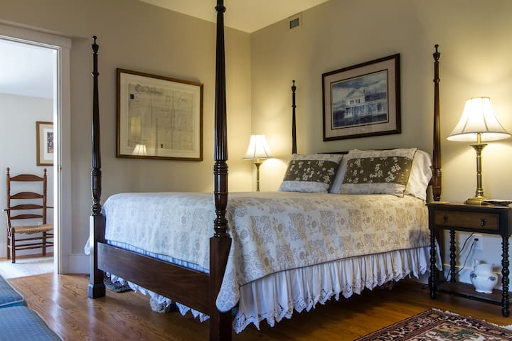 Classic Suite In-Town w/ Private Entrance