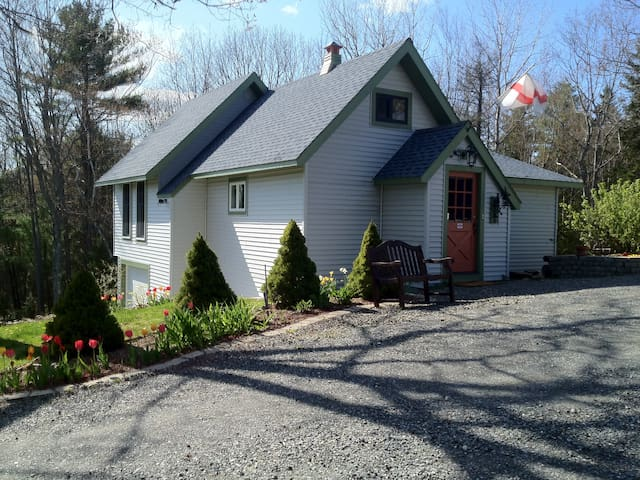 Cozy cottage w. dock on Westport Isl./Wiscasset ME