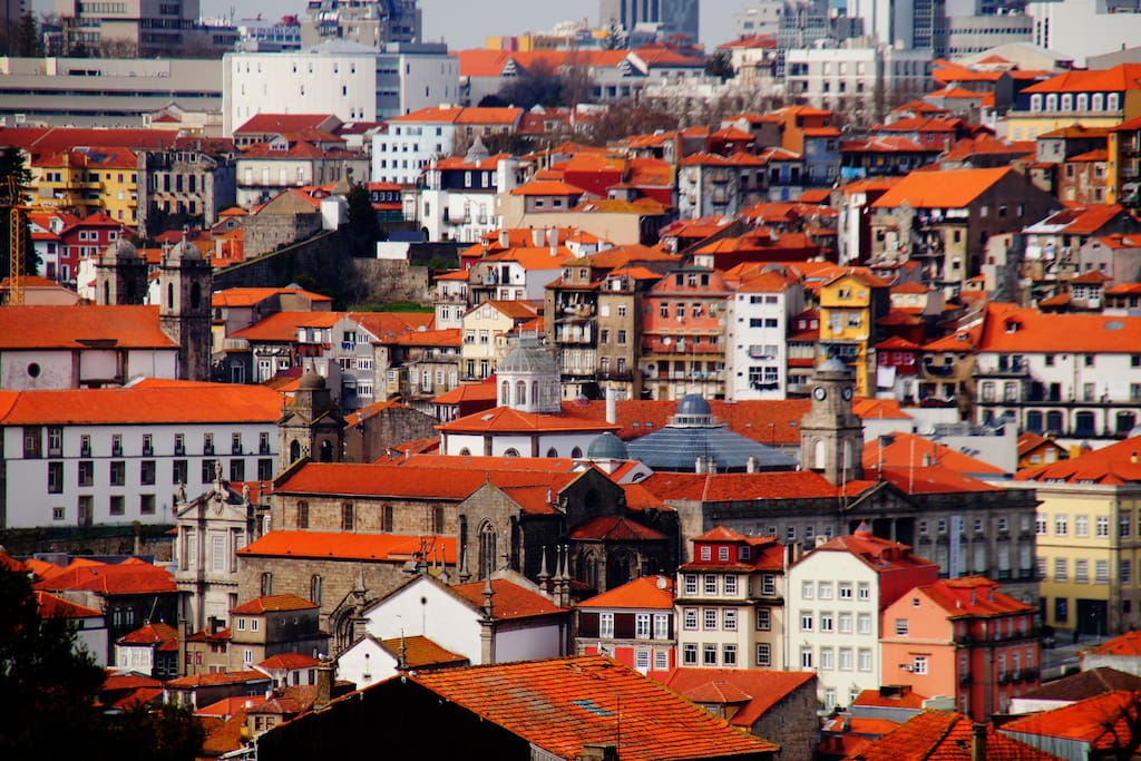 Imagine yourself wondering in Porto's historic centre, from our balcony!