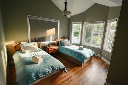 Red Cedar Retreat: 2 Beds+Hot Tub - 托菲諾