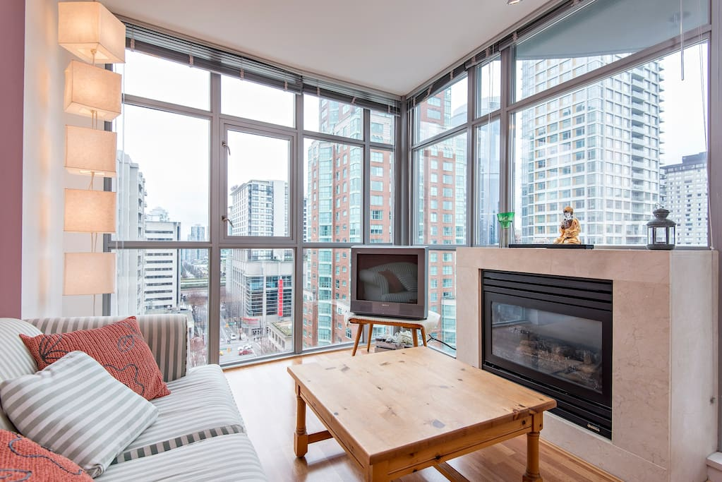 Bright corner suite, with partial water view. Gas fireplace. Floor to ceiling windows. 9' ceilings!