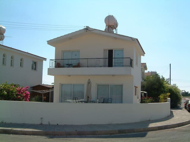 3 bed 2.5 bath villa Pafos area - Mandria - 一軒家