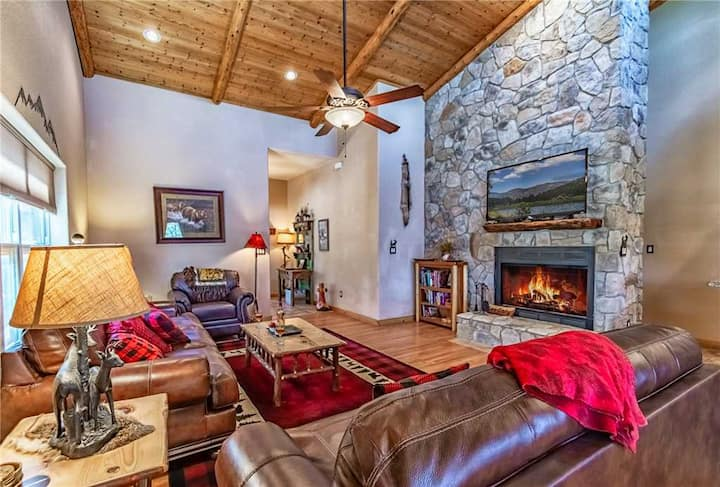 Cozy Knotty and Nice, 4 bedrooms, Game Room, Views, Sleeps 10