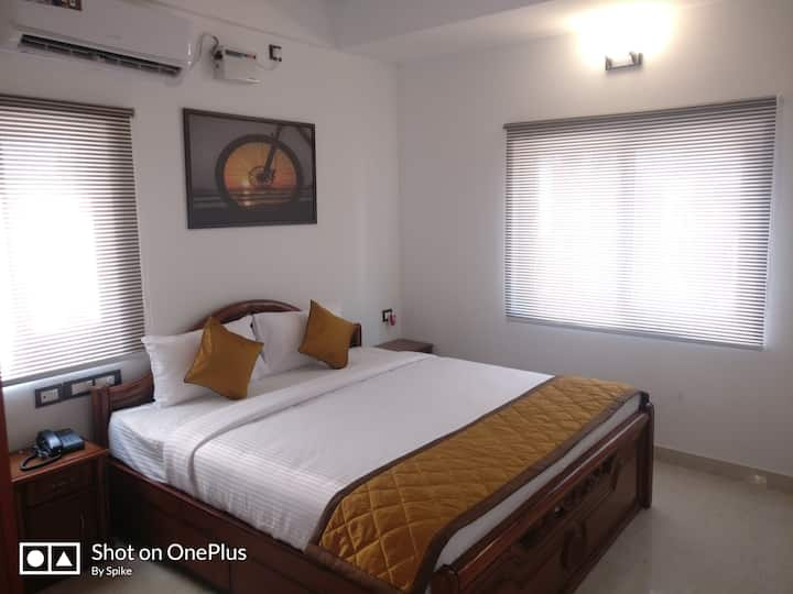 Luxury Suite MG Road-Saffron Suites