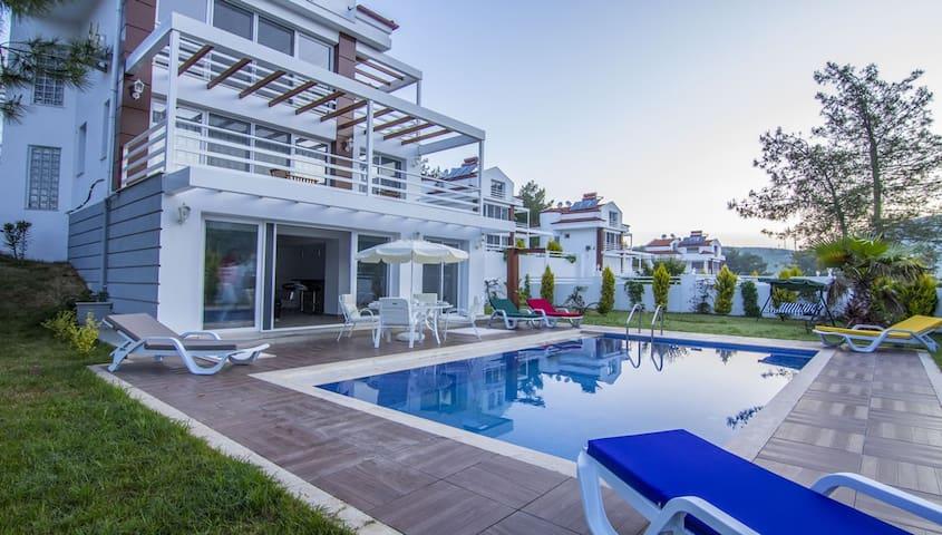 4 Bedroom Detached Villa in Hisarönü for 8 Person - Ölüdeniz Belediyesi - Hus