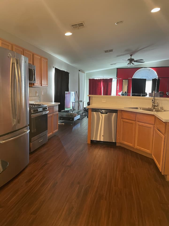 🔥3 bedroom, Big backyard, BBQ grill, in-house Gym