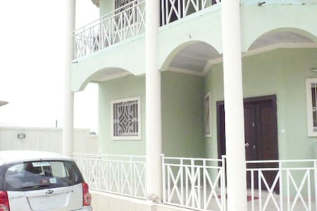 Tati Guest House, Appartements meublés. Only $35/J - Apartemen