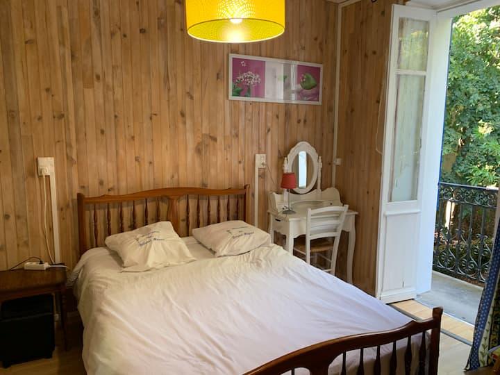 Bristol Manor F1 N3 chambre avec balcon et cuisine