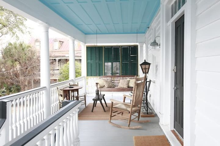 Spacious Four BR with Porches! 101 - Charleston - Apartmen
