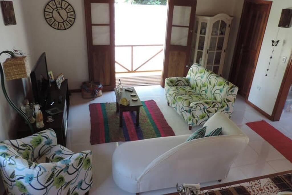 Living room and eating room / Neste ambiente você desfruta de um delicioso café da manhã.