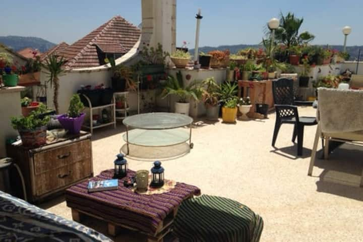 Sunny & Spacious 3bd Home in Har Nof, Jerusalem