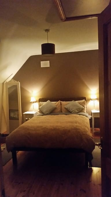 your comfy cosy bedroom total peace quiet and birdsong