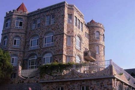 古堡英伦风套房带客厅