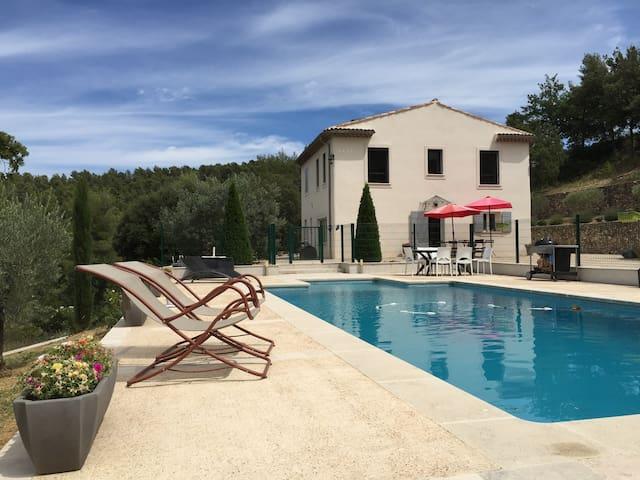 Villa 200 m² meublé, piscine - Meyreuil - Casa