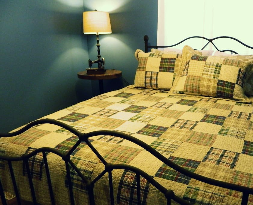 Sleep soundly in your queen bed with a fleece blanket and quilt, plus extra pillows.