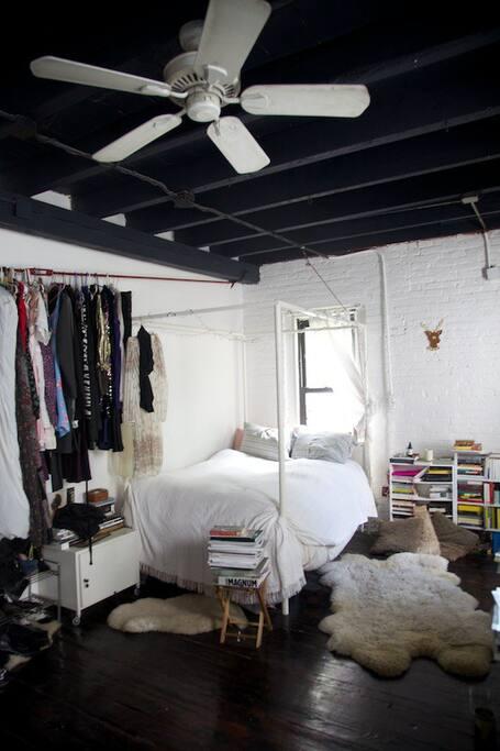 Big beautiful private room in loft loft in affitto a for Loft new york affitto settimanale