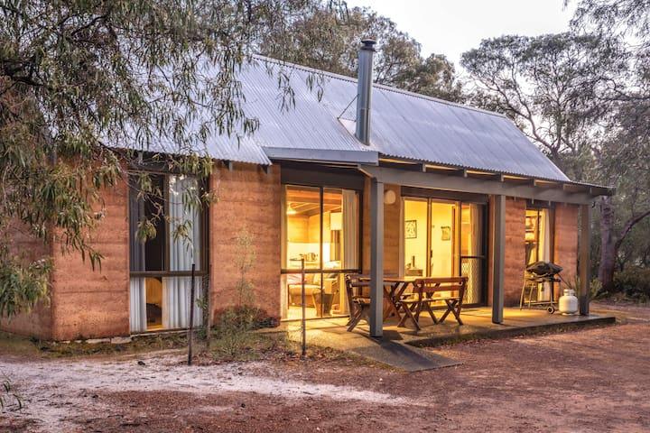 Bussells Bushland Cottages - Couples Cottage