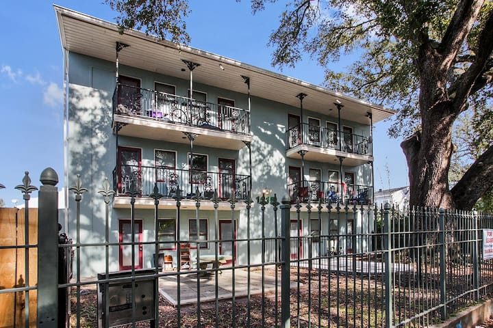 Cute 2bed apt with courtyard close to FQ & MG - New Orleans - Apartment