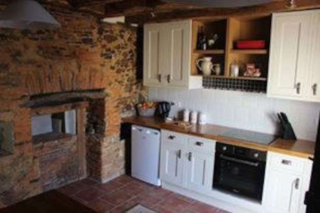 Fully equipped kitchen. Full sized cooker, hob and microwave.