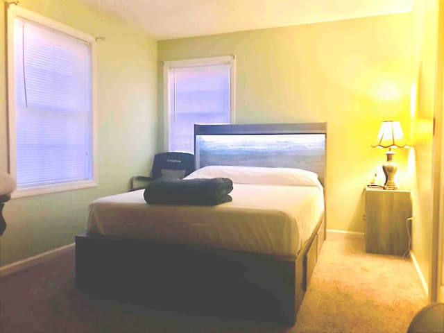Peaceful Guest Room By Downtown Hartford