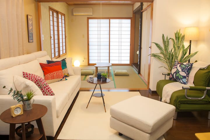 EXPERIENCE JAPANESE RETRO MODERN with TWO-STORY - Okinawa-shi - House