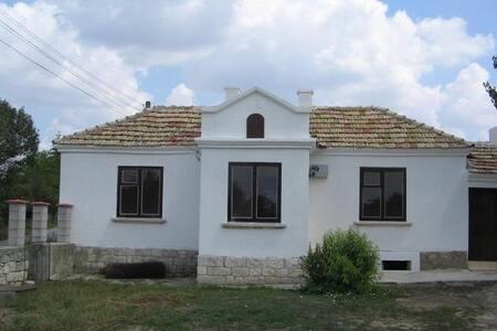 Домик в тихой болгарской деревне - Iskar