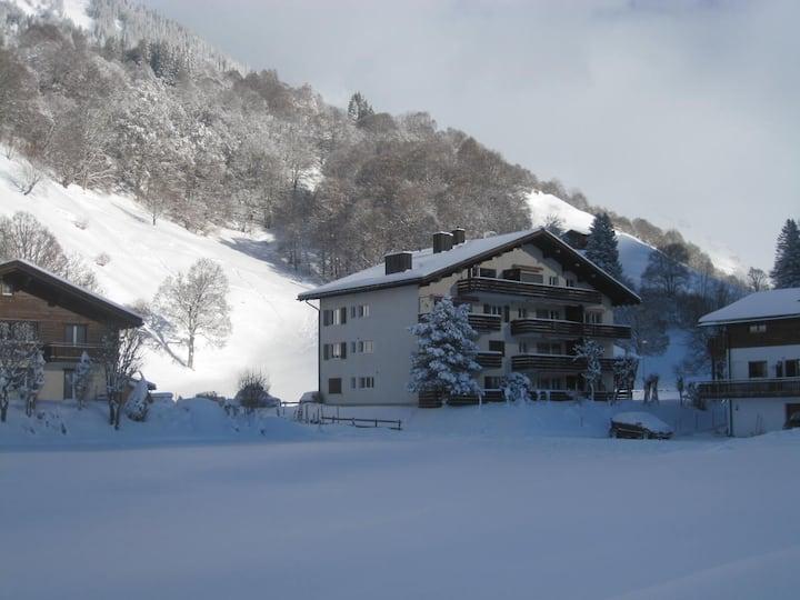 Gemütliche Chalet-Wohnung mit freiem Bergblick