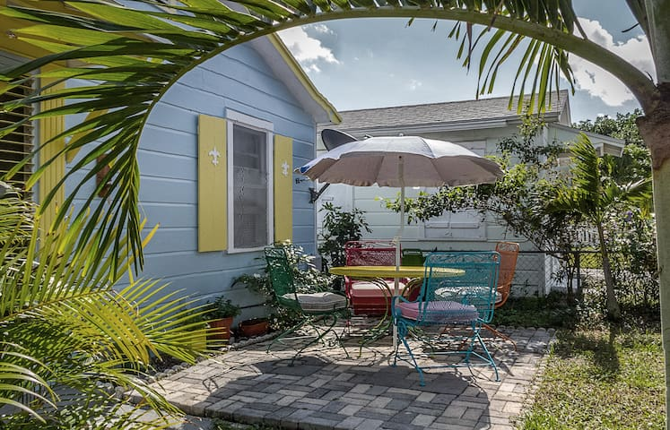 Tropics Too - Lake Worth - Casa