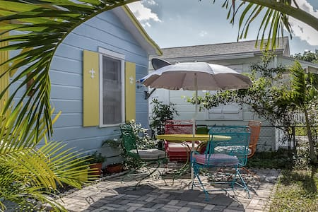 Tropics Too - 一軒家