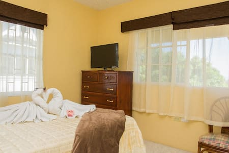 Great Room In Hellshire Jamaica! - Inap sarapan