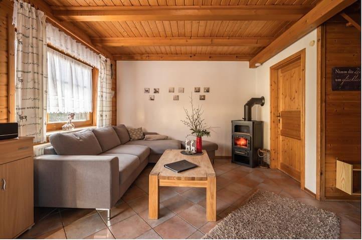 Ferienhäuser Zur Schäferei (Mitwitz), Hirschblick & Rosenhecke mit kostenfreiem WLAN