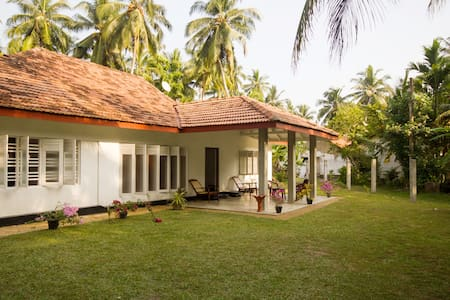 Beautiful Spacious Sea Breeze Villa ! - Hikkaduwa
