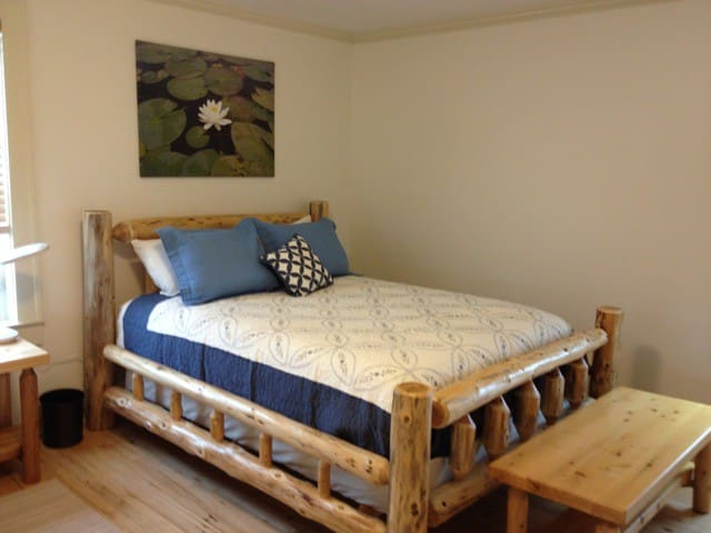 One of two queen beds in the large north bedroom.
