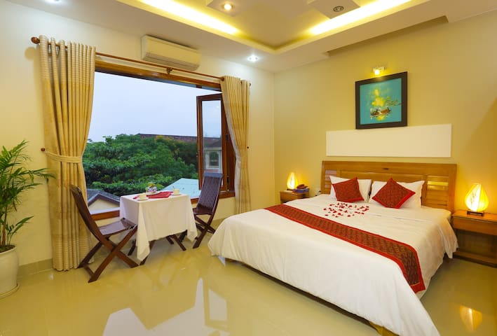 Double Room w/private bathroom Hoang Thu Homestay