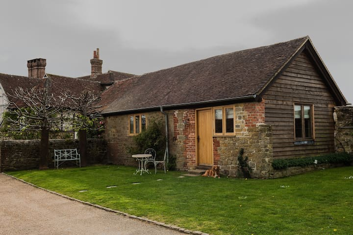 A beautiful cottage set in magnificent grounds