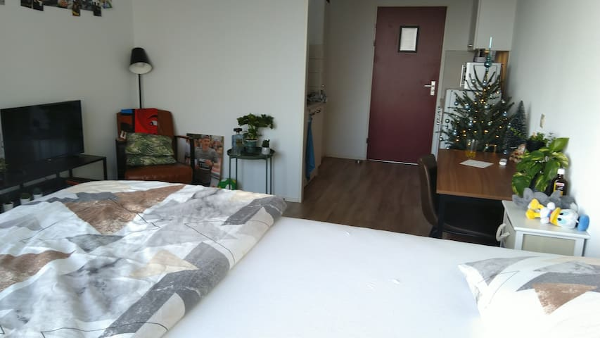 1-room apartment (10 min. metro to city Amsterdam)