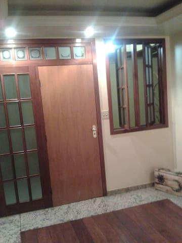 Quarto-estudio com escritório e banheiro privativo - Itabira - Apartamento