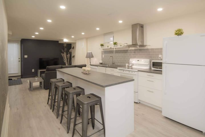 A modern and luxurious stay in Alliston