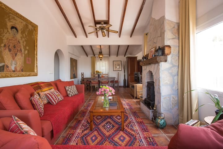 Moroccan-inspired interiors, fantastic views, safe