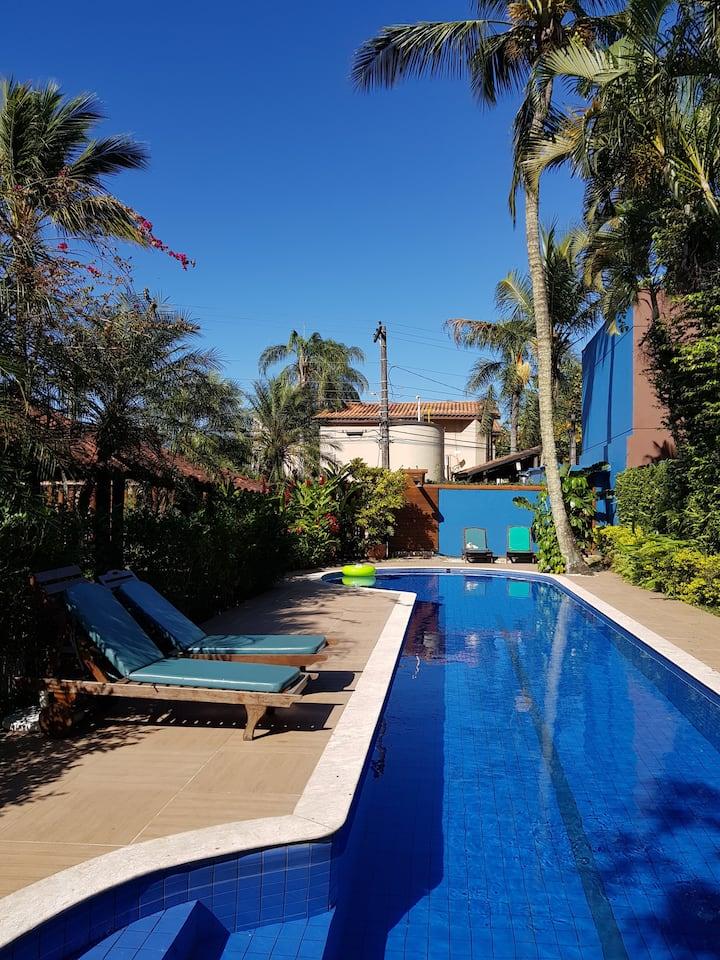 Maresias suíte em residencial praia e piscina - 10
