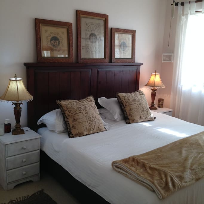 The king size bed in the second bedroom can be converted to two single beds