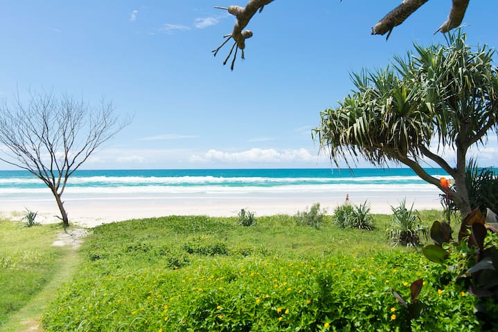 Absolute beachfront retro 2BD unit - Tugun - Flat